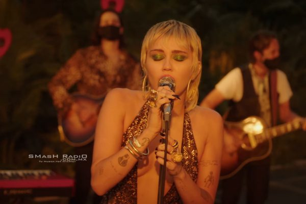 Miley_Cyrus-Just_Breathe_Video_pic_1